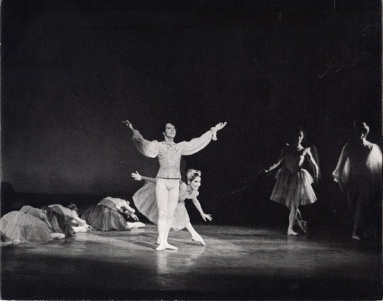 1970-LA FAVORITA- Christina Gallea & Alexander Roy- photo: Jennie Walton