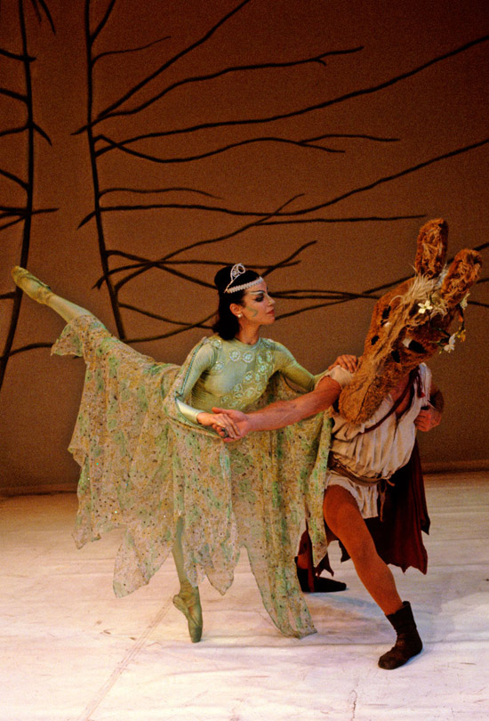 1980-A MIDSUMMER NIGHT'S DREAM -Clair Symonds as Titania & Alexander Roy as Bottom  photo: Geoff Howard