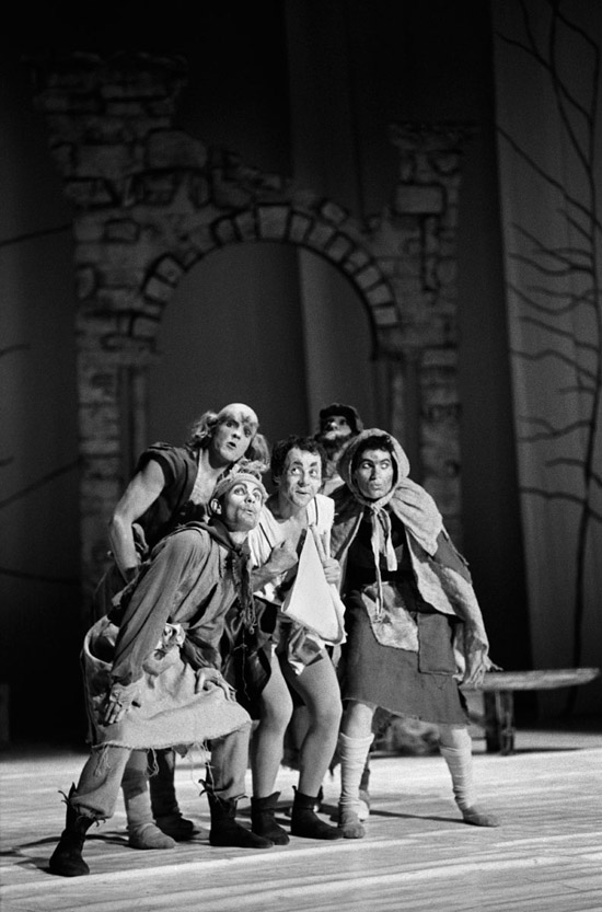 1980- A MIDSUMMER NIGHT'S DREAM- The 'rude mechanicals' Alexander Roy as Bottom (centre) photo: Geoff Howard