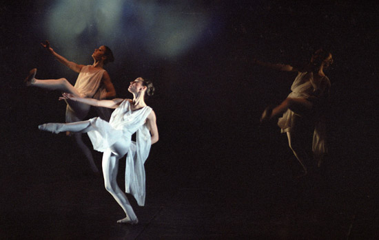 1981-ADAGIO Clair Symonds (foreground) – photo: Linda Rich