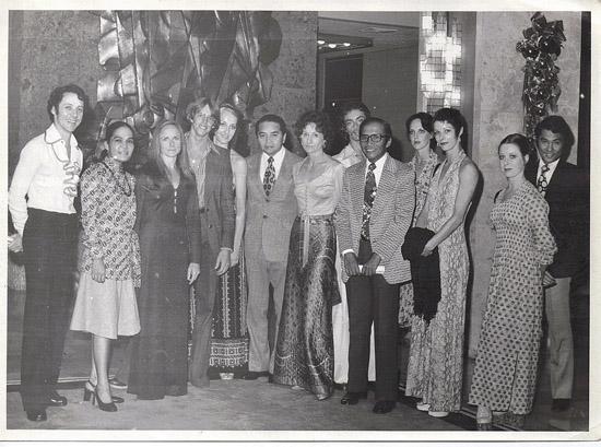 ASIA – Manila 1974- Alexander (L), Christina (C), Prue Sheridan 2nd from R, Graeme Murphy & Janet Vernon (rear)