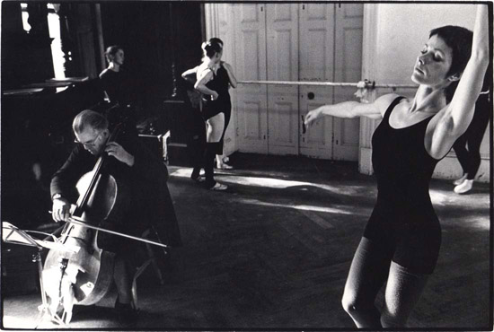 Rehearsal at North House – Prue Sheridan (R) Copyright Geoff Howard